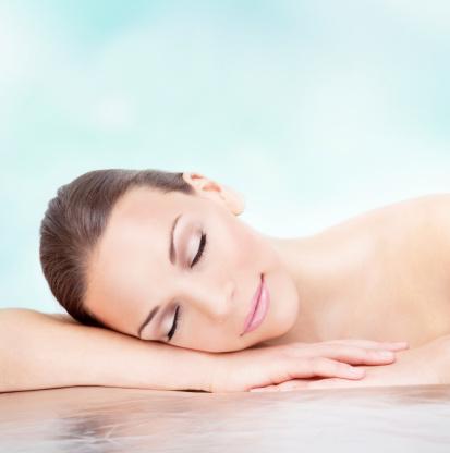Pürüzsüz cilt   Yıl boyunca cildinizi korumanız çok önemlidir.  Kaliteli bir serum sayesinde cildinizi koruyabilir, yenileyebilir, besleyerek daha dinç ve sağlıklı görünmesini sağlayabilirsiniz.