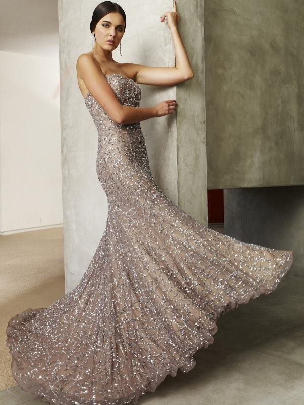 Straplez nişan elbisesi