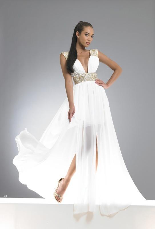 Beyaz nişan elbisesi