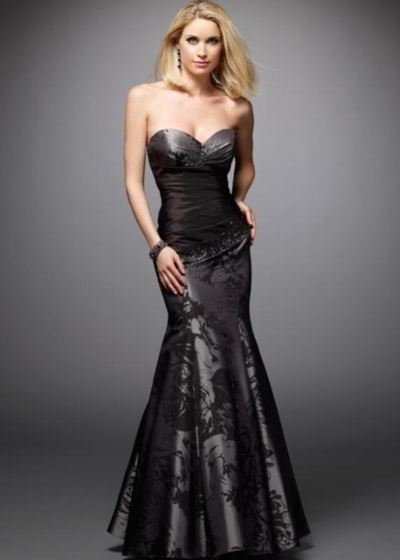 Balık formunda siyah nişan elbisesi