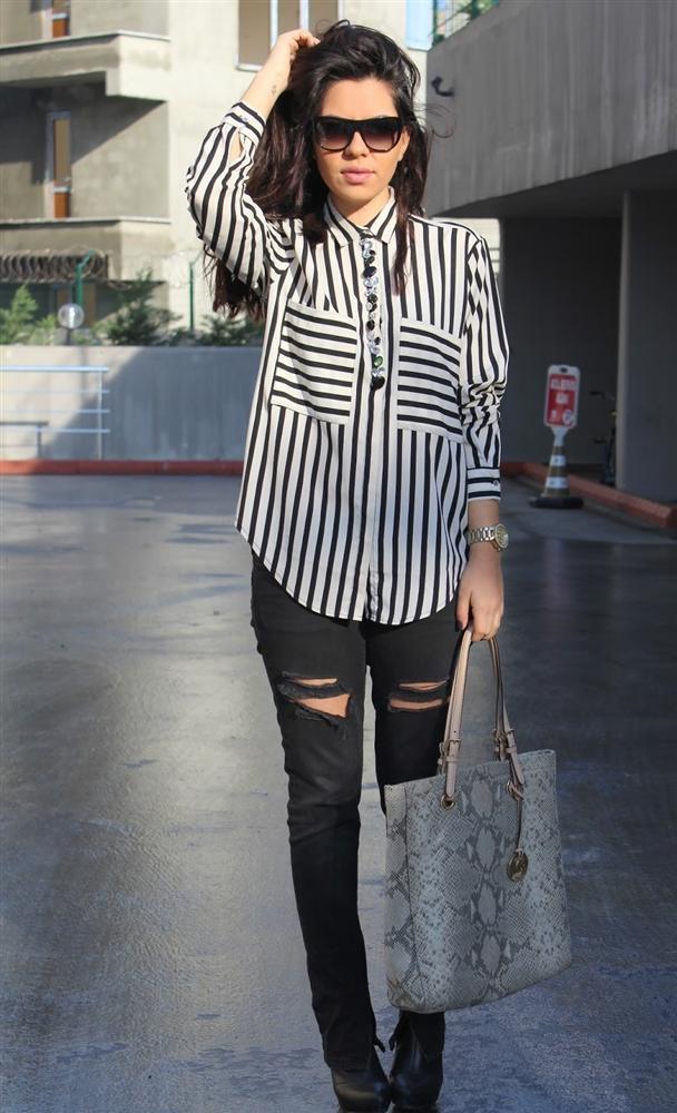 c92906e525d62 Bu sene çizgili moda! - 1. Bu yılın modası her zaman hayatımızda olan  çizgili kıyafetler.
