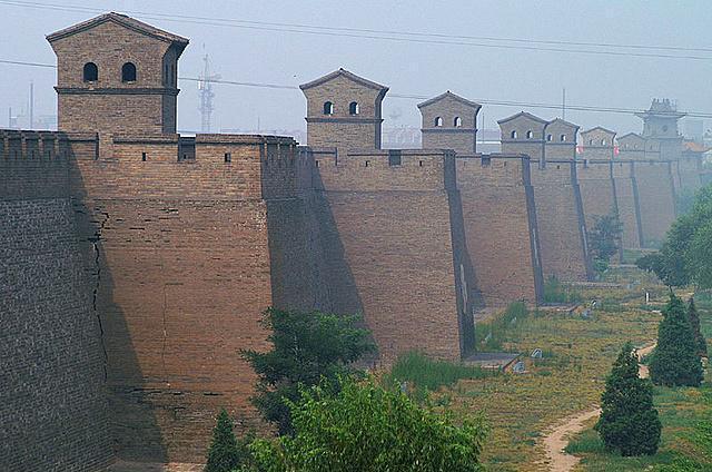 Pingyao, Çin  Dünyadaki en iyi korunmuş surlara sahip şehirde, 72 gözcü kulesi ve 6 büyük kapı mevcut.