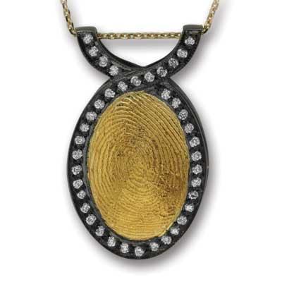 Pırlanta Parmak İzi Kolye Altın ve Gümüş Engelbertine  Ariş Pırlanta, tamamen size özel olan bu özel koleksiyonda sizin ya da sevdiğinizin parmak izini pırlanta ile bezeli kolyelere işliyor.