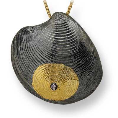 Parmak İzi Pırlanta Kolye Altın Delmy  Ariş Pırlanta'nın hazırladığı bu özel koleksiyon dünyada tek, çünkü parmak izinizin eşi benzeri yok… Tıpkı sevginiz gibi…