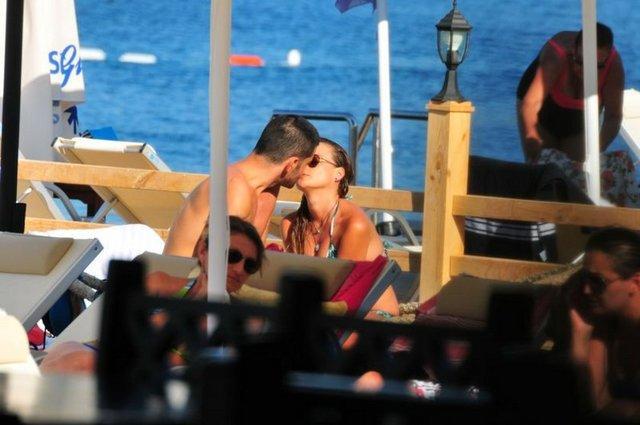 Kimseye aldırmadan öpüştüler - 3