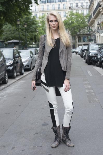 Paris Moda Haftası tüm moda dünyasının nabzını tutmaya devam ediyor.İşte Paris Moda Haftası'ndan objektiflere yansıyan birbirinden şık ve farklı sokak stilleri...  Moda Kanalları Editörü: Duygu ÇELİKKOL