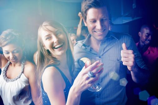 Yay   Onu nerede bulabilirsiniz?   Parti ve kokteyllere mümkün olduğu kadar sık katılın. Mutlaka sosyal Yay erkeğine rastlarsınız.   Sevdiği tipi   Yay erkeği eğlenceyi ve aşkı seven ları tercih eder. Günde 24 saat, haftada 7 gün ilgi beklemeyen lar ise tam onun tipidir. Onun için hoş bir sürpriz ne olabilir? Onun kadar iyi poker oynadığınızı gösterin. Bu onu gururlandıracaktır. Üstelik oyunun sonunda ikiniz de kazanacaksınız!   Gizli cinsel yönü  Sıra dışı aşk oyunlarını sever. Size bayılmasını istiyorsanız, striptiz şovu yapmaya hazır olun. Başka çılgın fantezileriniz varsa, daha da iyi! Sizinle eğlenmeye bayılır; ama sizin gibi eğlenceyi seven başka ların da olduğunu unutmayın. Dikkat edin: Prensinizin gözleri biraz dışarda!