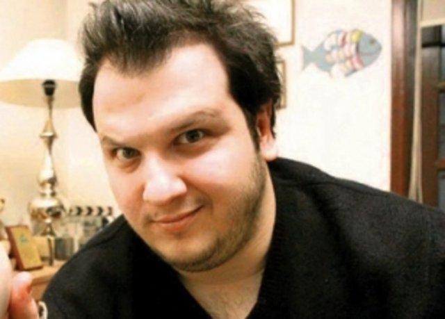 Bilkent Üniversitesi Müzik ve Sahne Sanatları Fakültesi Tiyatro Bölümü'nden mezun oldu