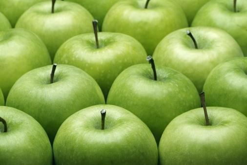 5. Elma ye!   Elma, bilinen en iyi detoks (arınma) meyvesidir. Vücudunu arındırmak için, her gece yatmadan önce bir tane elma yemeği dene. Hazımsızlık sorunun varsa, elmanın kendisini yemek yerine suyunu içebilirsin.