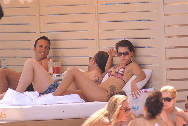 Futbol yorumcusu Sergen Yalçın ve Meksikalı sevgilisi Merianna Laniez Bolio'nun Çeşme tatili devam ediyor.
