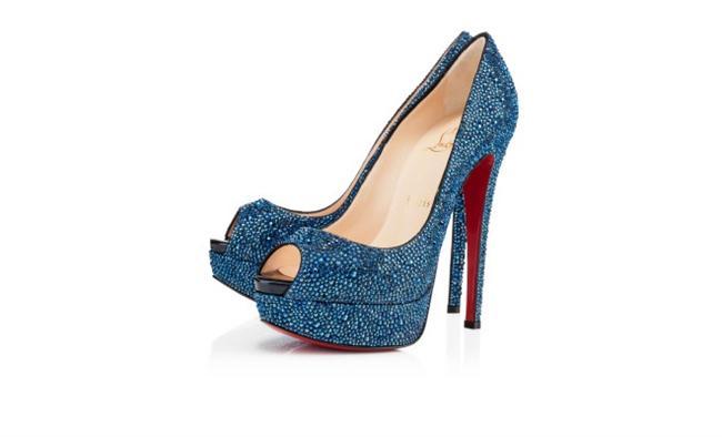 Ayakkabı konusunda vazgeçilmez bir marka olan Christian Louboutin 20 yıldır kadınların hayallerini süslüyor. Oldukça pahalı modellere sahip marka Madonna gibi birçok ünlünün ilk tercihi!  Louboutin'in 2013 koleksiyonuna ait topuklu ayakkabı modellerinden en güzellerini sizin için derledik...  $ 4,395.00  Moda Kanalları Editörü: Duygu ÇELİKKOL