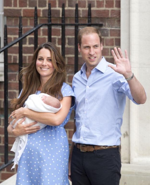 Ve İngiltere Kraliyet ailesinin veliaht prensinin ilk görüntüleri...