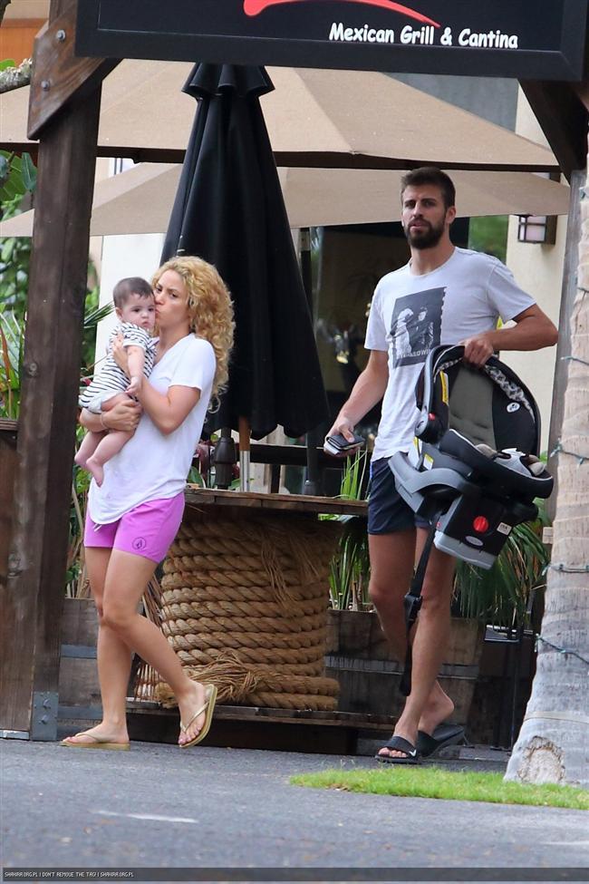 Shakira ve Gerard Pique tatilde - 24