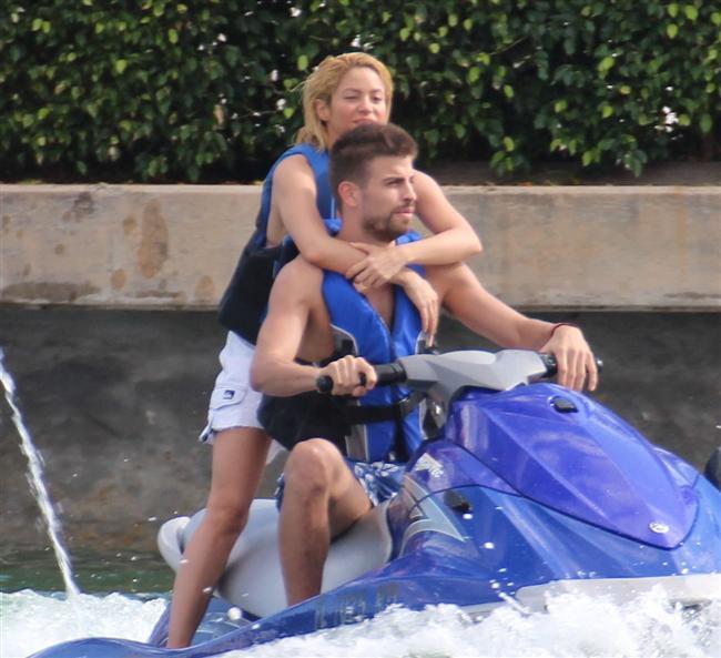 Shakira ve Gerard Pique tatilde - 43