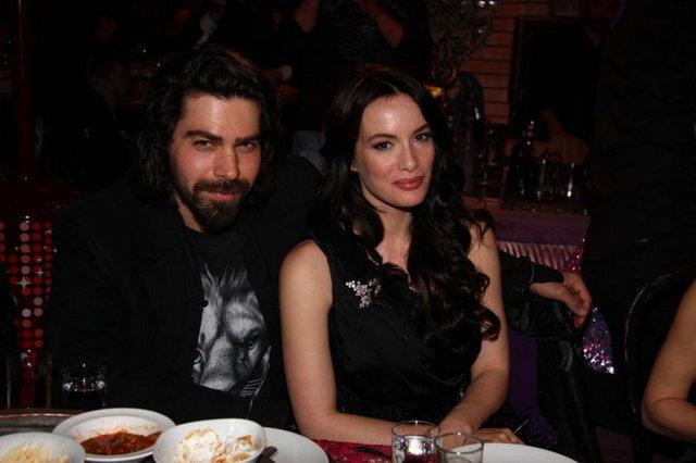 26 Aralık 2011'de Gamze Özçelik'ten boşanmıştır. Halen Kanal D'de 6 senedir süren Arka Sokaklar dizisinde Komiser Murat rolünü oynamaktadır.