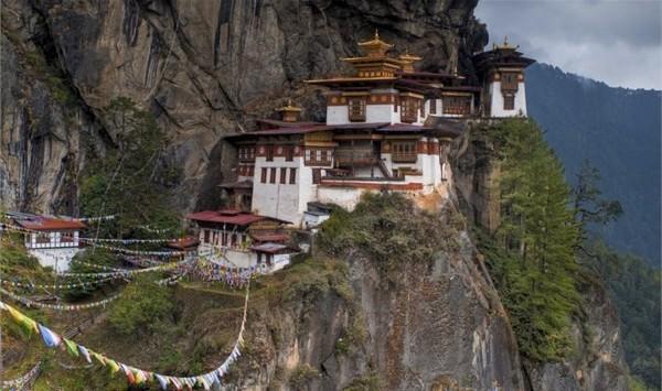 Bhutan, Kuzey Hindistan - Kaplan Yuvası Manastırı- Paro Vadisi