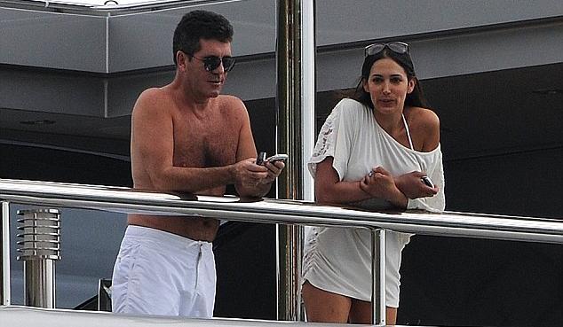 İngiltere'nin en sevilen yetenek yarışmasının ünlü jürisi Simon Cowell'in arkadaşının karısı Lauren Silverman'ı hamile bıraktığı iddia edildi.