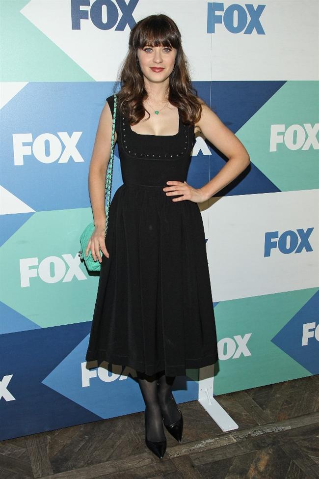 Oyuncu Zooey Deschanel'in Fox Yıldız Partisi'nde giydiği şirin siyah elbise