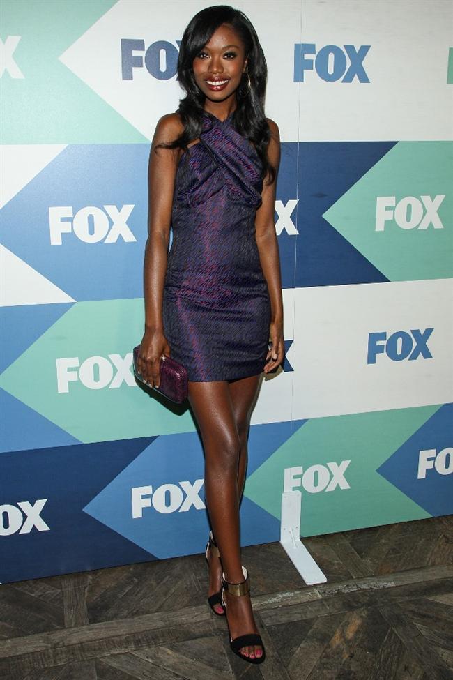 Oyuncu Xosha Roquemore'un Fox Yıldız Partisi'nde giydiği çapraz detaylı elbise