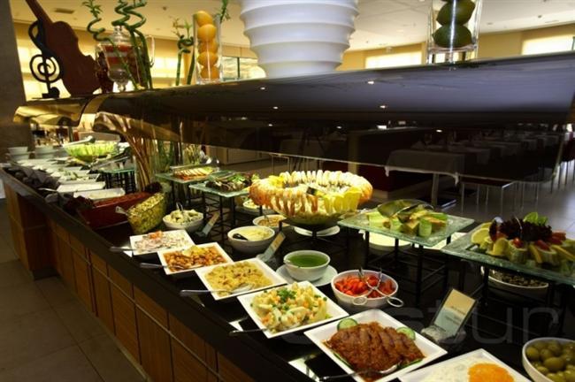 Holiday Inn İstanbul Airport Hotel'de lezzet yolculuğu  Holiday Inn Istanbul Airport Hotel, Ramazan Bayramı'nda Tulip A'la Carte Restoranı'nın konforunu ve farklı damak tatları için hazırladığı açık büfesini misafirlerinin beğenisine sunuyor. Keyifli bir ortamda bayramın huzurunu yaşayın.