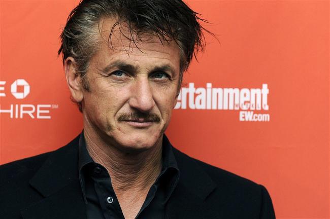 Aktivist aktör Sean Penn'in ise 1986'da bir paparazziyi balkonundan sallandırdığı iddia ediliyor.