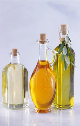 Sağlıklı yağlar  Zeytin, keten tohumu, avokado, Hindistan cevizi ve fındık yağı vücudu asitlerden temizleyecektir.