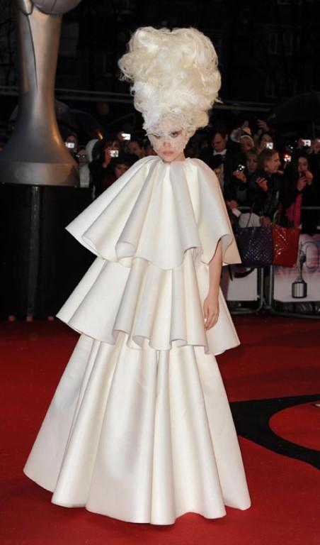 Lady Gaga ve çılgın kostümleri! - 2