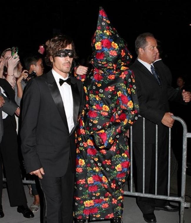 Lady Gaga ve çılgın kostümleri! - 10