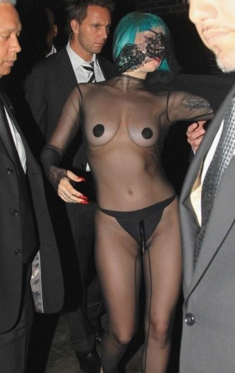 Lady Gaga ve çılgın kostümleri! - 11