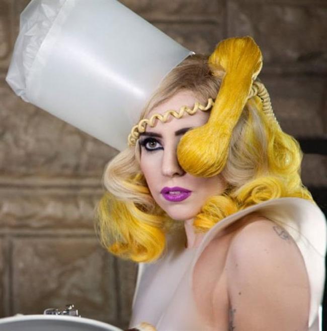 Lady Gaga ve çılgın kostümleri! - 22