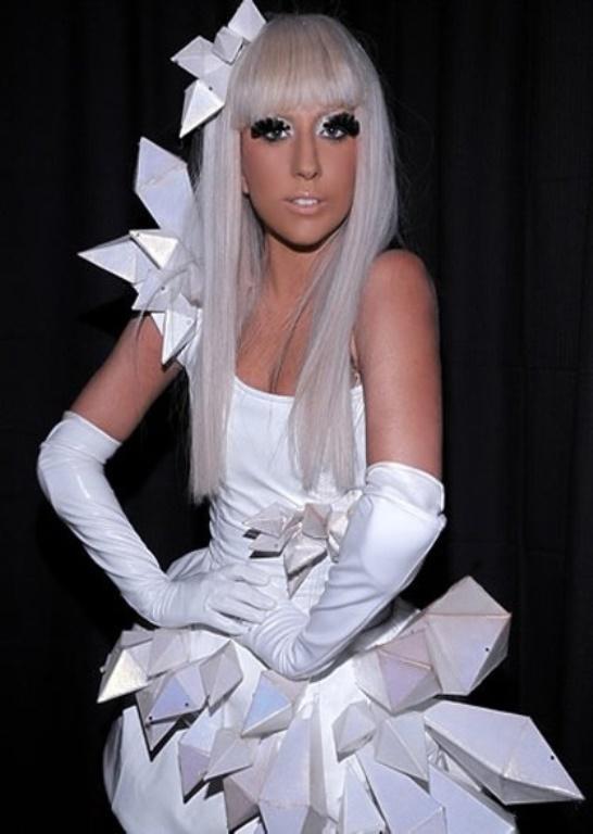 Lady Gaga ve çılgın kostümleri! - 39