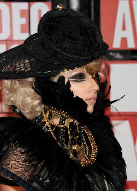 Lady Gaga ve çılgın kostümleri! - 44