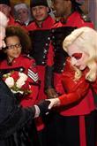 Lady Gaga ve çılgın kostümleri! - 16