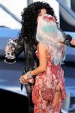 Lady Gaga ve çılgın kostümleri! - 23