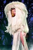 Lady Gaga ve çılgın kostümleri! - 30