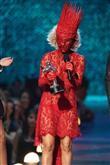 Lady Gaga ve çılgın kostümleri! - 52