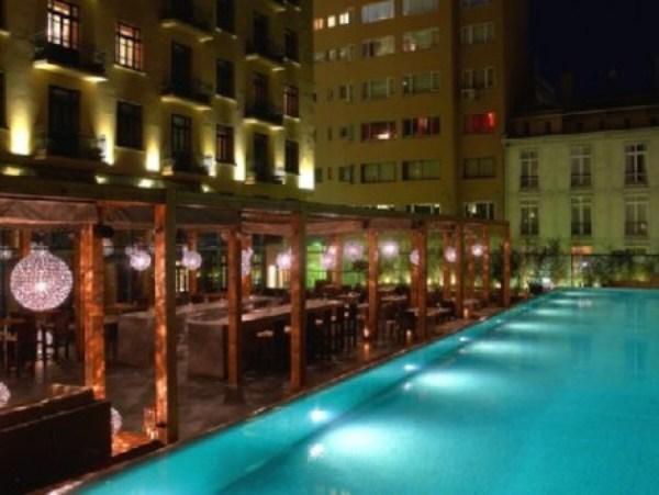 Park Hyatt Maçka Palas Havuz İstanbul Otelde açık yüzme havuzu, fitness merkezi, SPA hizmeti mevcut. Park Hyatt İstanbul Maçka Palas rahatınız için size bambu ağaçlarıyla çevrelenmiş 20 metrelik açık yüzme havuzu sunmaktadır. Canlandırıcı bir yüzmenin ardından rahat şezlonglarınızda bir içkinin tadını çıkararak dinlenebilirsiniz. Havuz Detayları: Yalnızca yaz aylarında hizmet vermektedir. (Mayıs – Ekim) Her gün: 8.00 – 19.00 Derinlik: 1.20m Uzunluk: 20m Adres: Teşvikiye Bronz Sokak No:4 / Şişli / İstanbul Telefon: 0 (212) 315 12 34