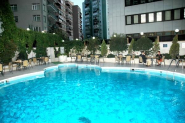 İstanbul'un en güzel yüzme havuzları - 14