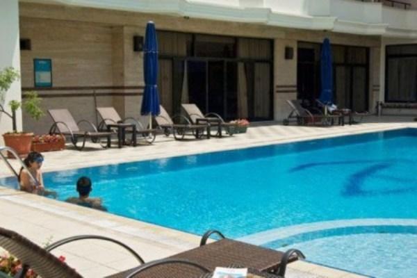 Akgün Otel Havuz İstanbul   Konuklar açık yüzme havuzu, spor merkezi, sauna ve hamam gibi tesis hizmetlerinden yararlanabilirler. Adres: Vatan Caddesi Topkapı / İstanbul Telefon: 0212 534 48 79