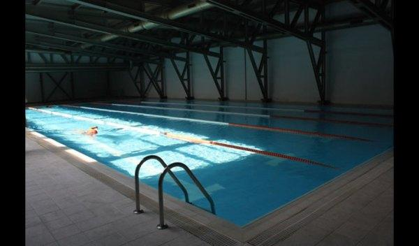 Bilgi Üniversitesi Yüzme Havuzu İstanbul  Kabataş – Şişli arasında bulunan yarı olimpik yüzme havuzudur. 5 kulvarlı yüzme havuzunu kişisel olarak kullanabileceğiniz gibi, yetişkin ve çocuk yüzme kurslarına da katılabilirsiniz.  Adres: Kurtuluş Deresi Cad. No:47 34440 Dolapdere / İSTANBUL Telefon: 0212 311 54 77 Fax: 0212 253 46 30 Web: www.bilgihavuz.com