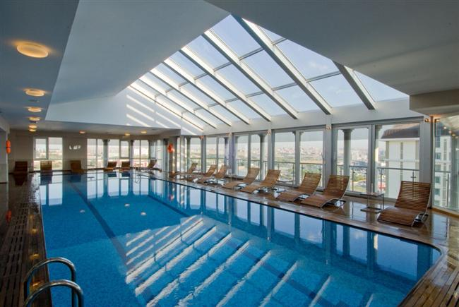 WOW İstanbul Otel Havuz  WOW İstanbul Hotel içerisinde yer alan Sağlık Kulübünde son teknoloji ürünü kardio cihazları ve fitness ekipmanları, kişiye özel hazırlanan egzersiz programları, üzeri tamamen cam ile kapalı yüzme havuzu, Türk hamamı, buhar banyosu, profesyonel kadrosu ile otel misafirlerine çok özel bir mekan sunuyor.  Adres: İstanbul Dünya Ticaret Merkezi Yeşilköy / İstanbul Telefon: 0212 468 50 00