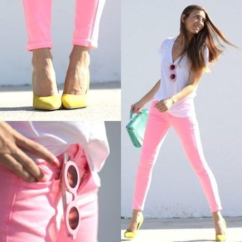 Kadına en çok yakışan yaz rengi hiç kuşkusuz pembe!  Pudra ve pembe renkli kombinler yaz günlerinde içimizi ısıtan cinsten. Etek, ayakkabı, pantolon, hatta saat ya da bir yüzükle bile harika kombinler yaratabilirsiniz. Yaz şekeri pembenin en güzel kombinlerinden örnek almak isterseniz galerimize bir göz atın deriz...  Moda Kanalları Editörü: Duygu ÇELİKKOL