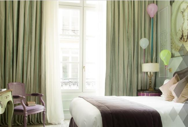 Hotel La Maison Favart - Paris  Yakın zamanda yenilenmiş Hotel La Maison en önemli tiyatro ve konser salonları (Opera Binası, Comedie Française, Opéra Comique, Folies-Bergère) yanı sıra üzerinde butik ve sinemalara, Paris'in merkezinde yer almaktadır. Konuklar, otelin fitness tesislerinde çalışabilir ve kapalı yüzme havuzu ve saunada rahatlayabilirsiniz.