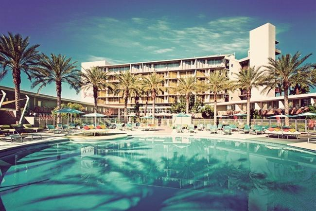 Hotel Valley Ho, Arizona   Büyük boy yatakları ve özel olarak tasarlanmış küvetleriyle Hotel Valley Ho, tam anlamıyla zevkine düşkünlere göre. Modern tasarımıyla şık bir görünüme kavuşan Hotel Valley Ho, yatak odası ve banyoyu birleştirerek farklı bir konsep yaratmış.