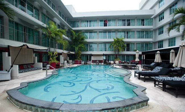 Hotel Victor, Miami    Hotel Victor'da yer alan saunada mayo giymek kesinlikle yasak. Çırılçıplak saunaya girmeye utanan misafirler ise kişiye özel Türk tipi hamamlarda uygulanan kil ve zeytinyağı masajını değerlendirebilirler.