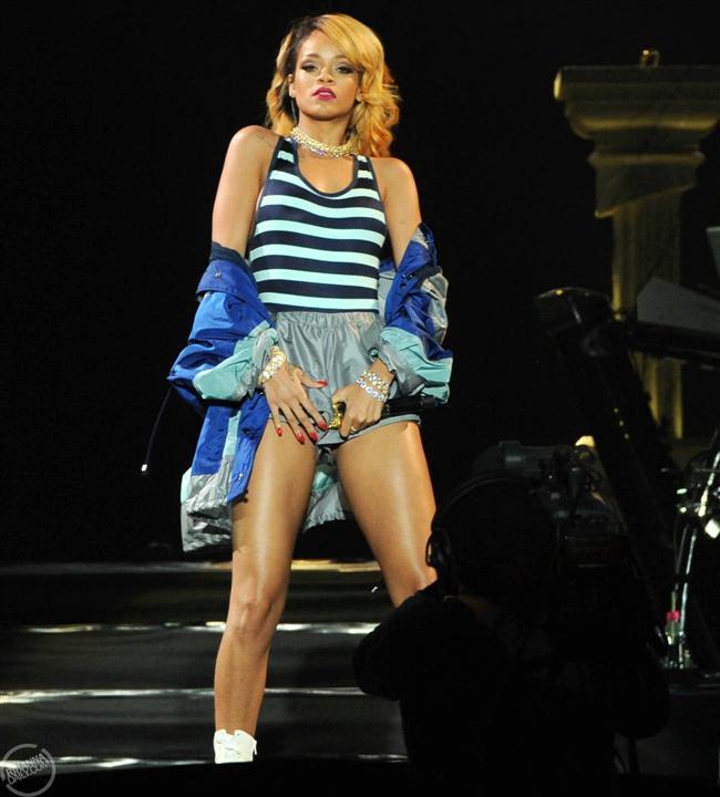 Rihanna - 54