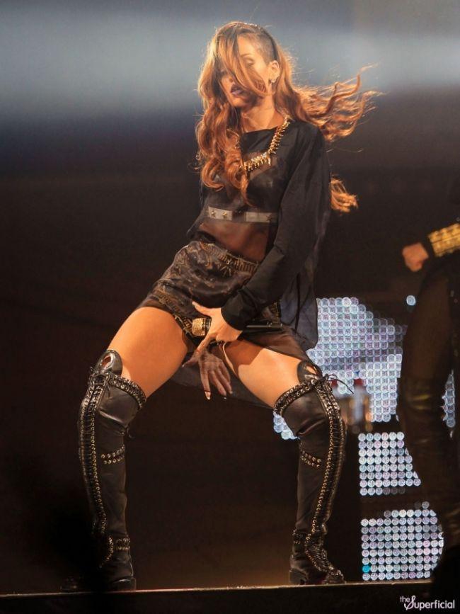Rihanna - 64