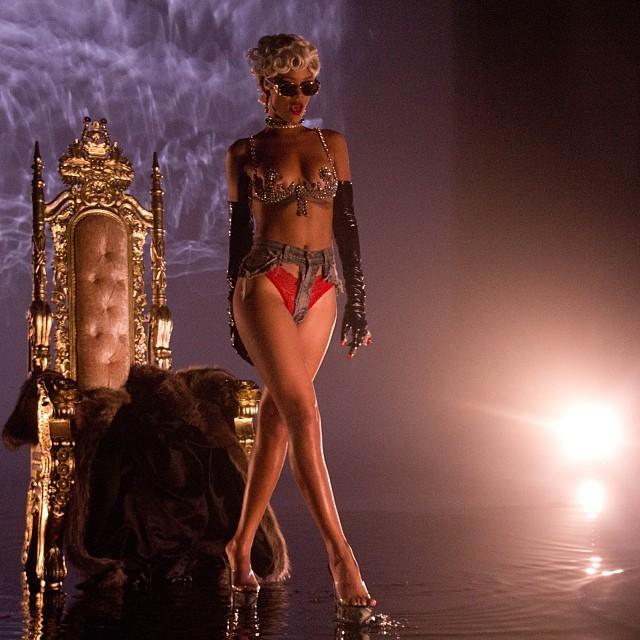Rihanna - 11