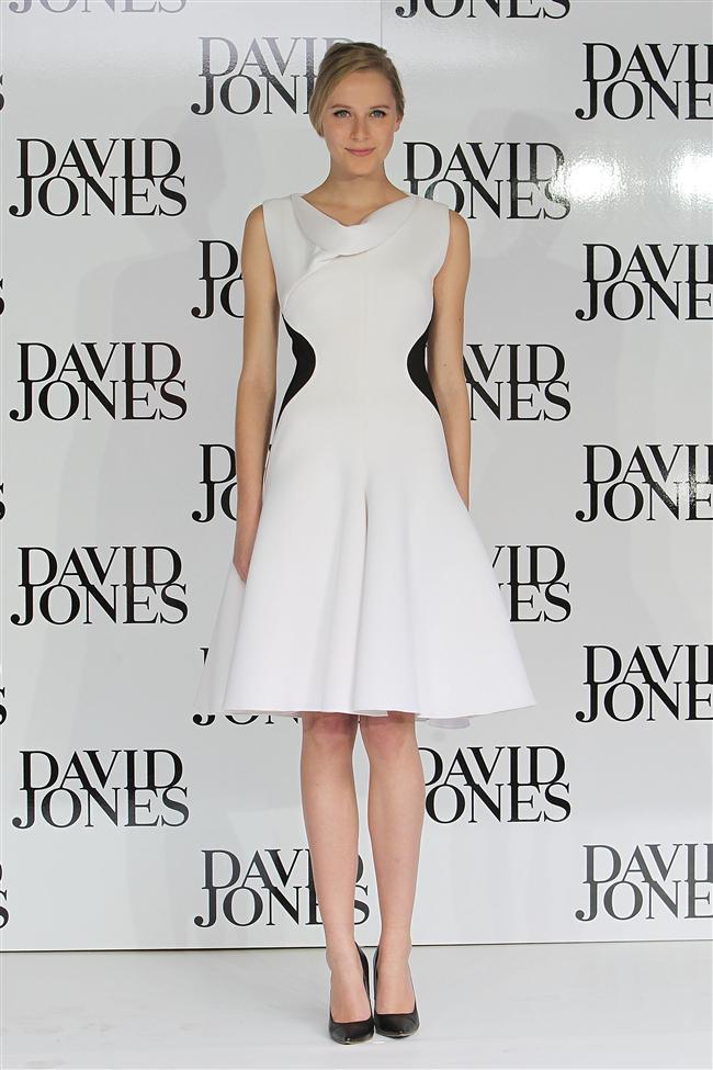 David Jones tasarımı beyaz elbise