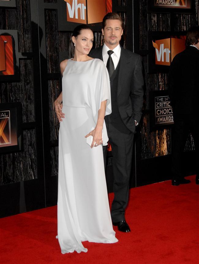 Angelina Jolie'in VH1 ödül töreninde giydiği sade ve zarif beyaz elbise